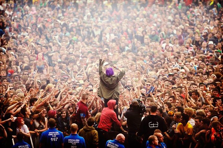 Crystal Castles mixing it with the Main Stage crowd at Reading '12