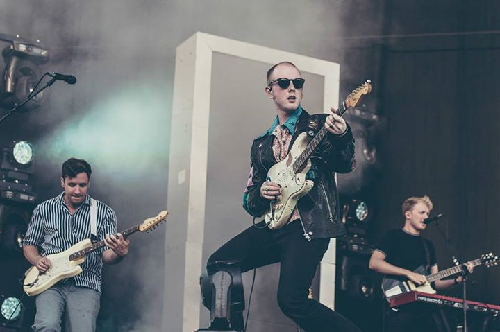 READING FESTIVAL NEWS: Two Door Cinema Club on the Main Stage ️