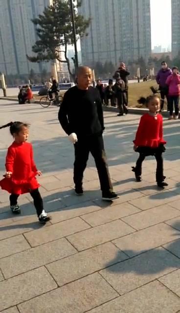 Dance Umbrella news: Sharing the choreographic love tonight!爺孫舞,時代的進展,廣場舞不再是大媽專利!…