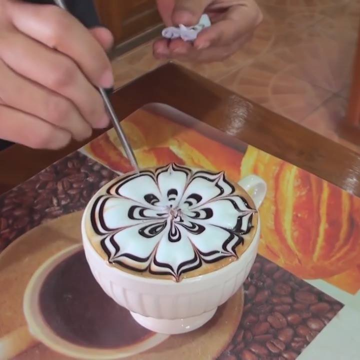 For the Barista George Cowley Jo Hobbs ?! xLovely Coffee Art in Thailand ...