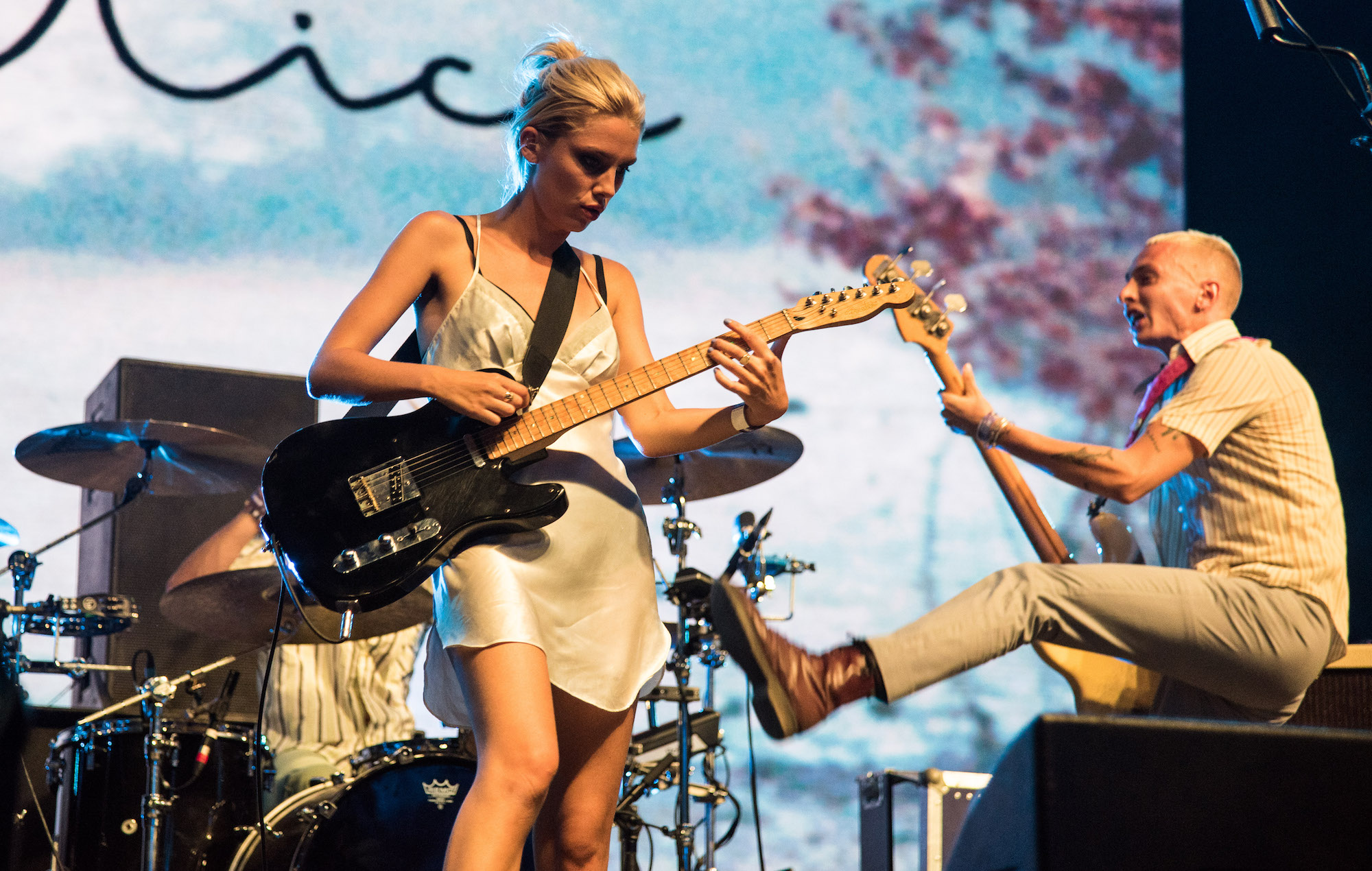 NME Festival blog: Watch couple get engaged during Wolf Alice's 'dream' Reading Festival set