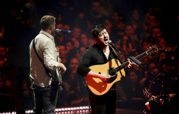 NME Festival blog: Watch Mumford & Sons play a tiny acoustic gig in a London pub