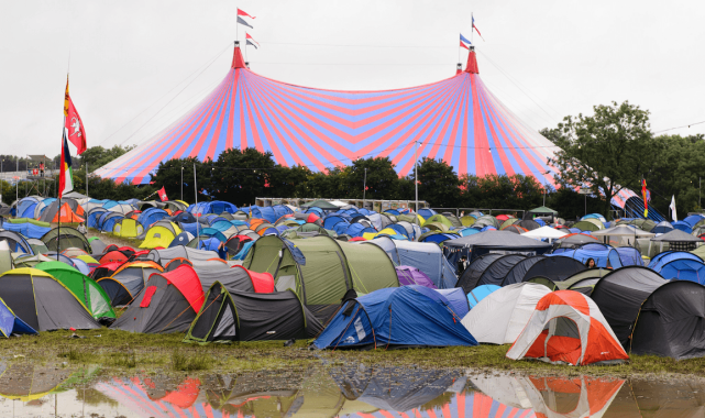NME Festival blog: You can get a free hotel shower after Glastonbury