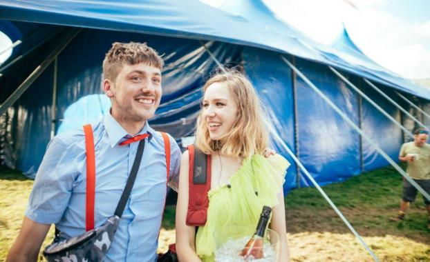 NME Festival blog: Watch Juliette Jackson's surprise marriage proposal during The Big Moon's Green Man set