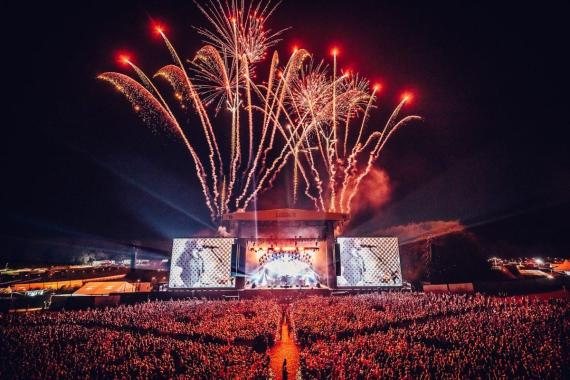 READING & LEEDS FESTIVAL NEWS: ROCK N' ROLL AIN'T DEAD  Foo Fighters just blew our minds LEEDS…
